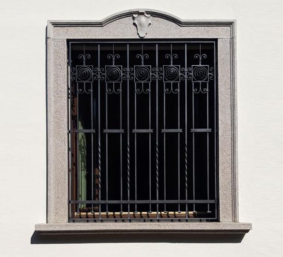 finestra-grate-ferro-battuto